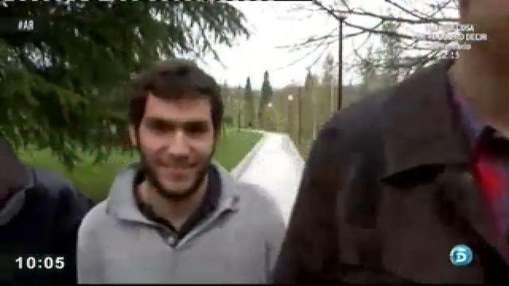 Cuatro estudiantes de la universidad de Navarra ayudan a Antonio a no perder su casa