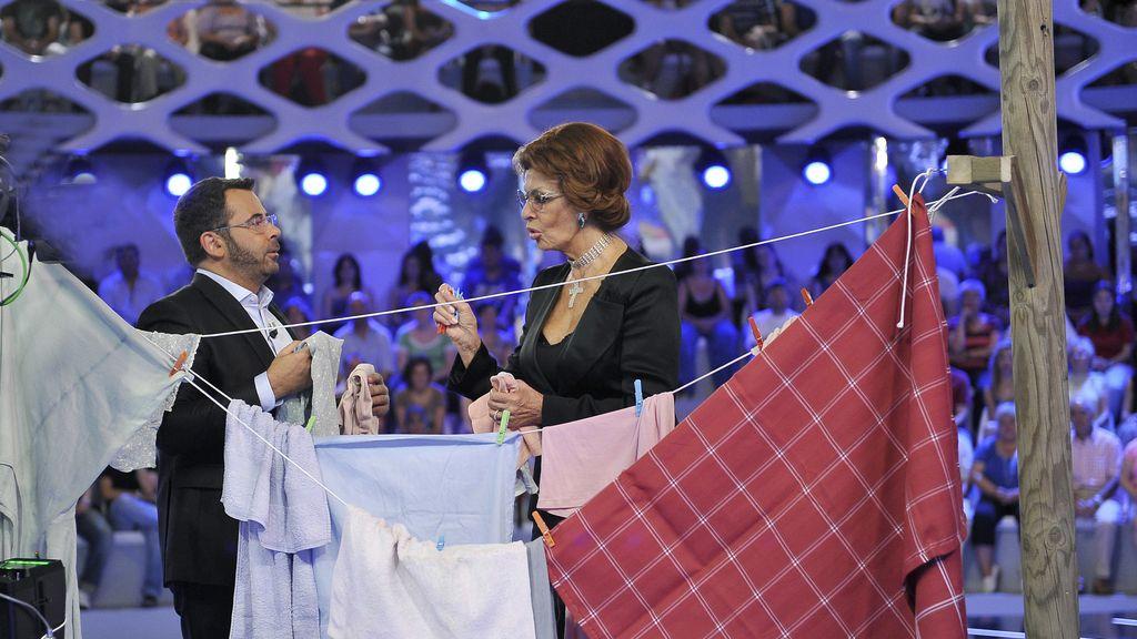 """J.J., a Sophia: """"¿En Italia no hay gays?""""; Sophia: """"Sí, alguno... Maricón ¿Se dice así?"""""""