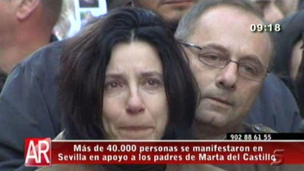 Más de 40.000 personas se manifiestan en Sevilla en apoyo a la familia de Marta del Castillo