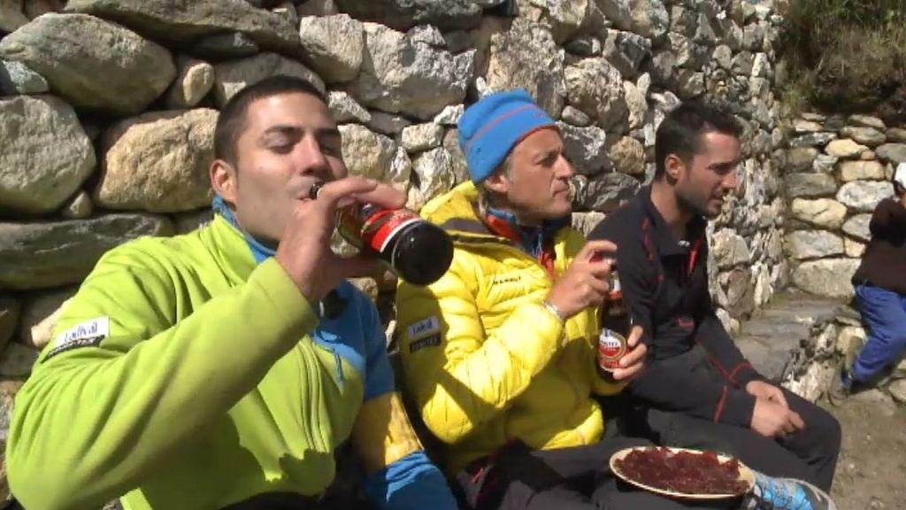 Cecina y cervezas para los líderes