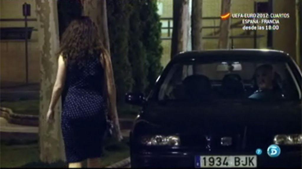 Nadia se ve con Gabino por la noche