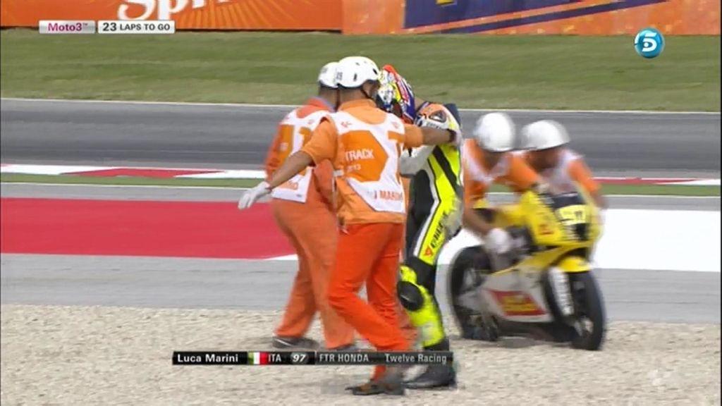 El hermano de Valentino Rossi dura una curva en la carrera de Moto3 en Misano