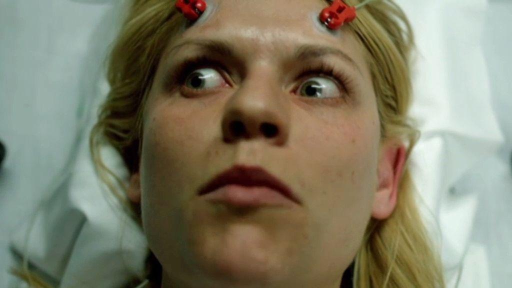 ¿Qué descubre Carrie antes de operarse?