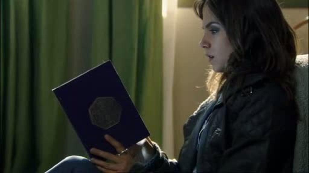 Valeria descubre a Antonio