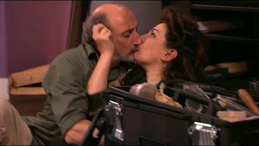 Enrique besa a Araceli otra vez