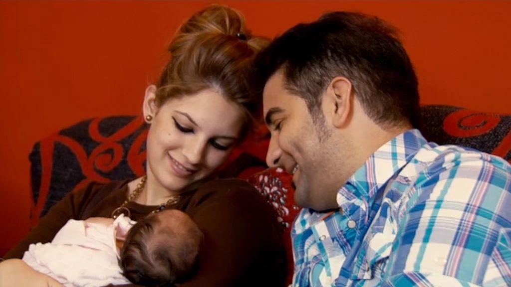 Josan y 'La Vaca', con 'La Barbie', su primera hija