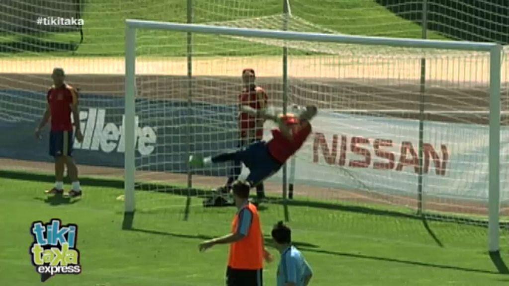 Casillas 'se sale' en el entrenamiento con la selección española