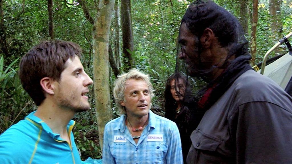 """Jesús Calleja, a Rafa Lomana: """"¿Qué haces con una braga en la cabeza?"""