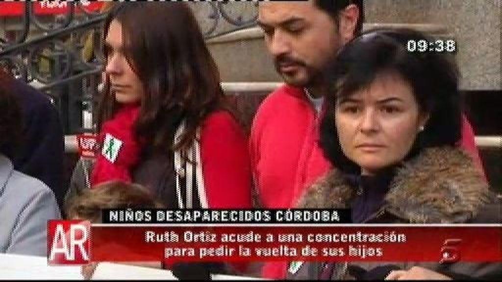 Ruth Ortiz acude a una concentración para pedir la vuelta de sus hijos