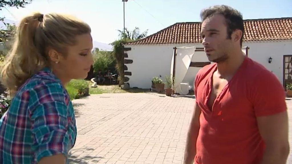Corina salda cuentas y expulsa a Alejandro