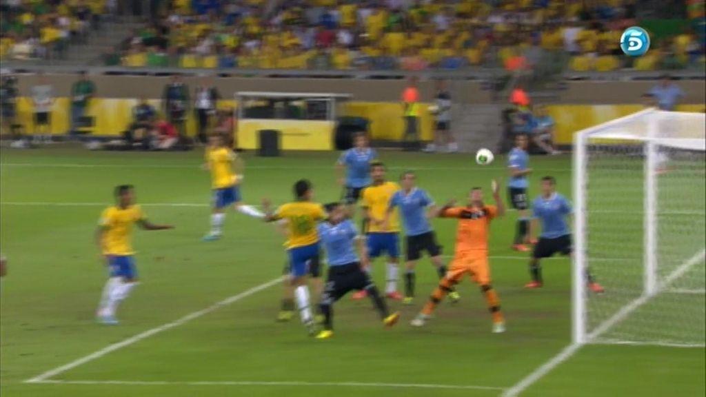 Gol: Brasil 2-1 Uruguay (min.86)
