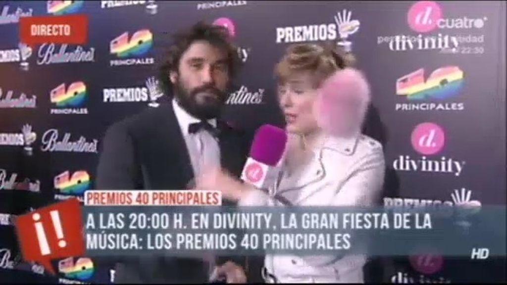 Álex García, con faldas y 'a lo lobo'