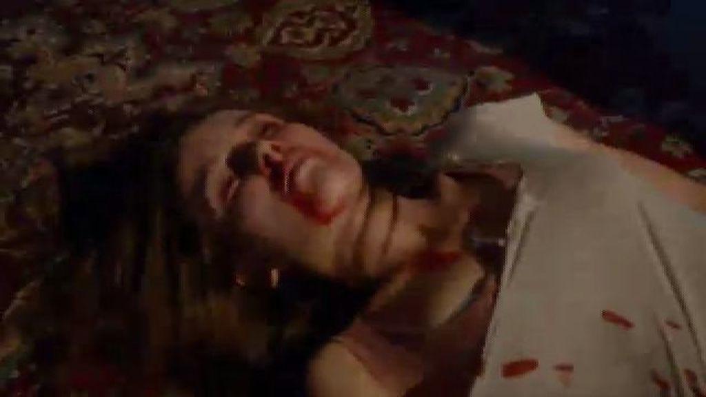 Oksana llega herida a la habitación de Michael