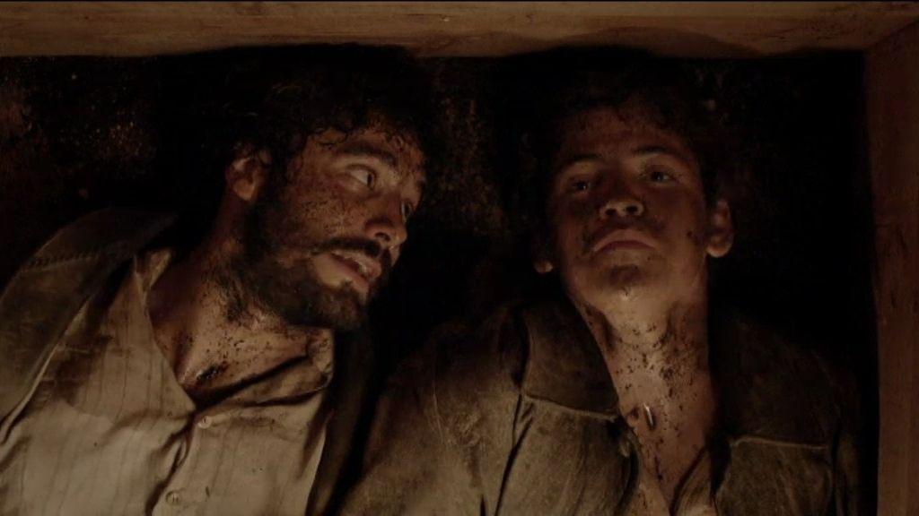 César y Román, enterrados vivos