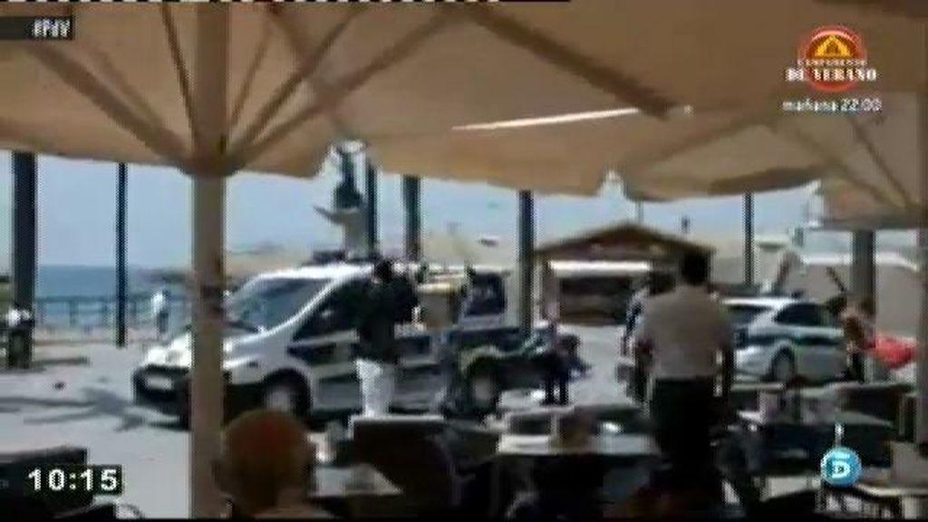 Los manteros atacana a la policía