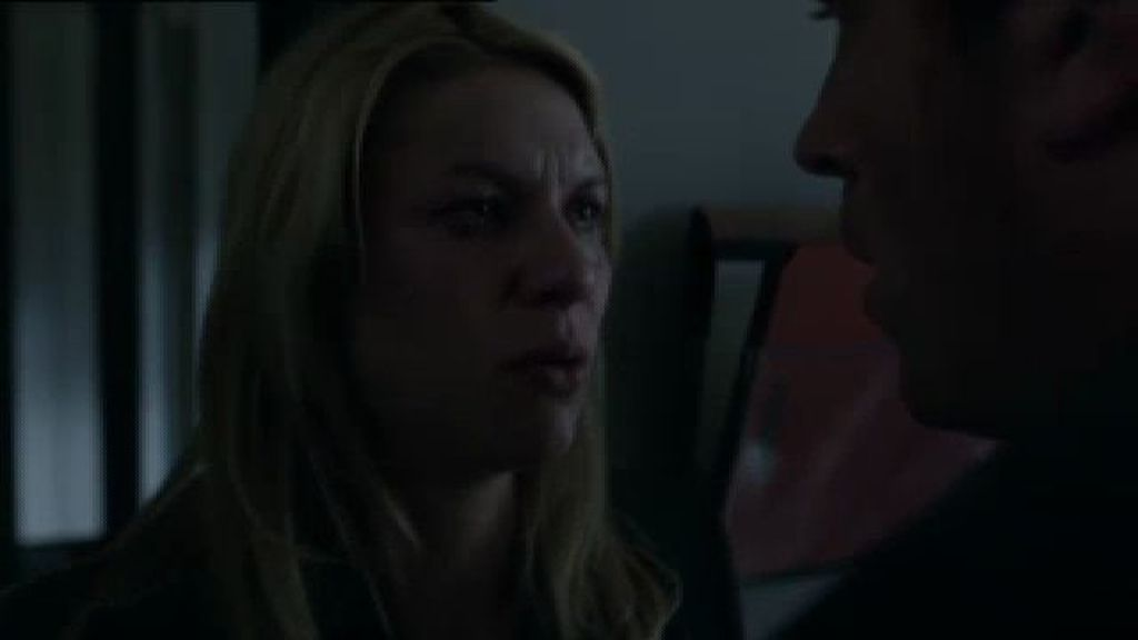 Carrie ayuda a Brody a escapar