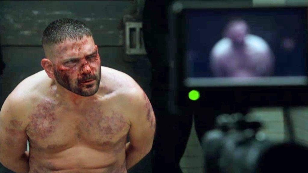 Huck es torturado por la CIA
