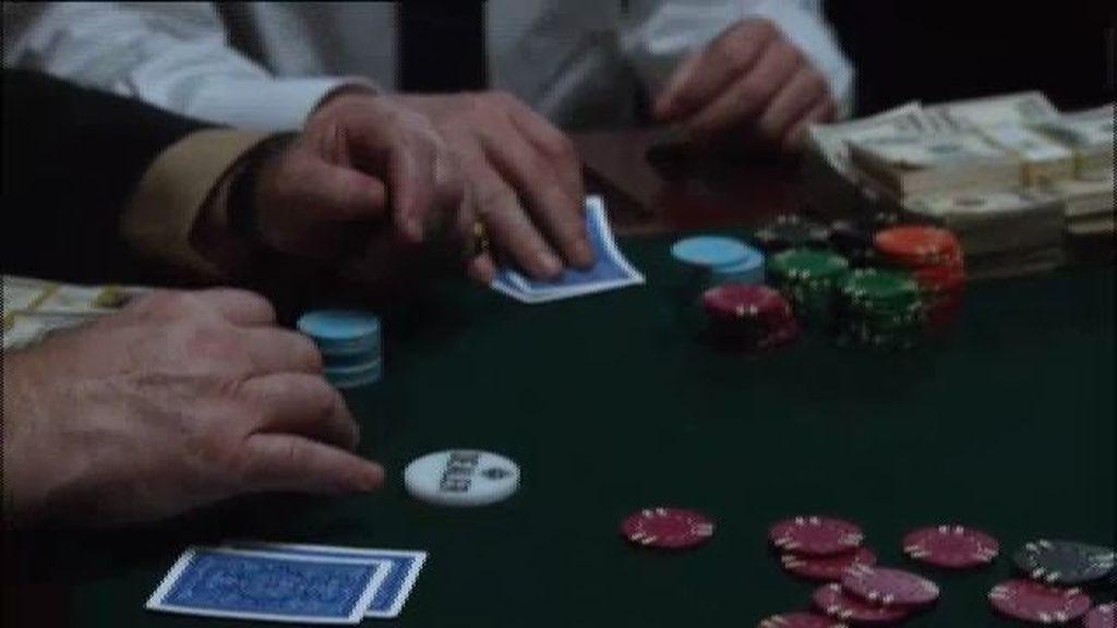 Una partida de póker es clave para Martin