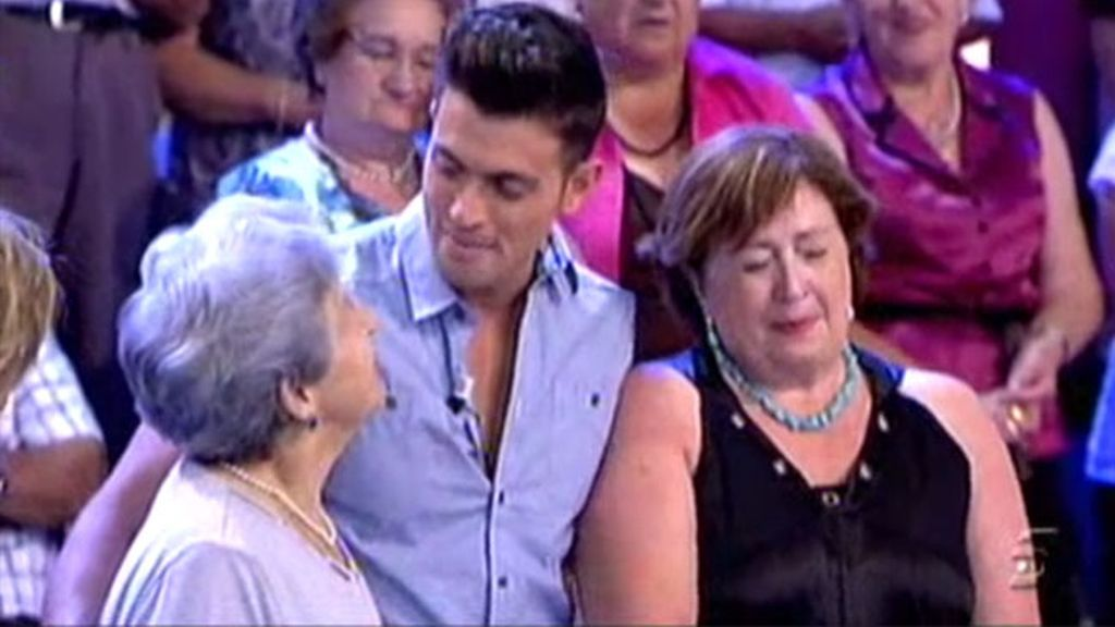 Curro sorprende a su abuela