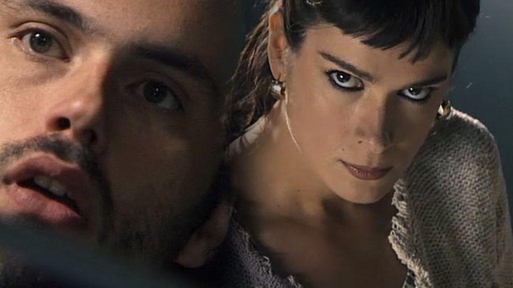 Adrián ve a Alexia