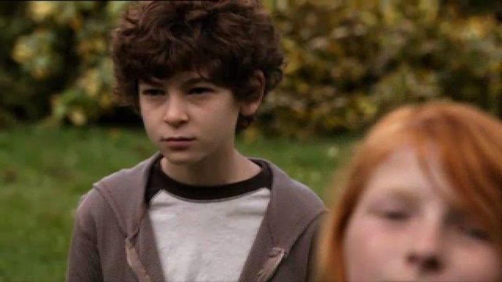 Jake ayuda a Clea a descubrir la trama