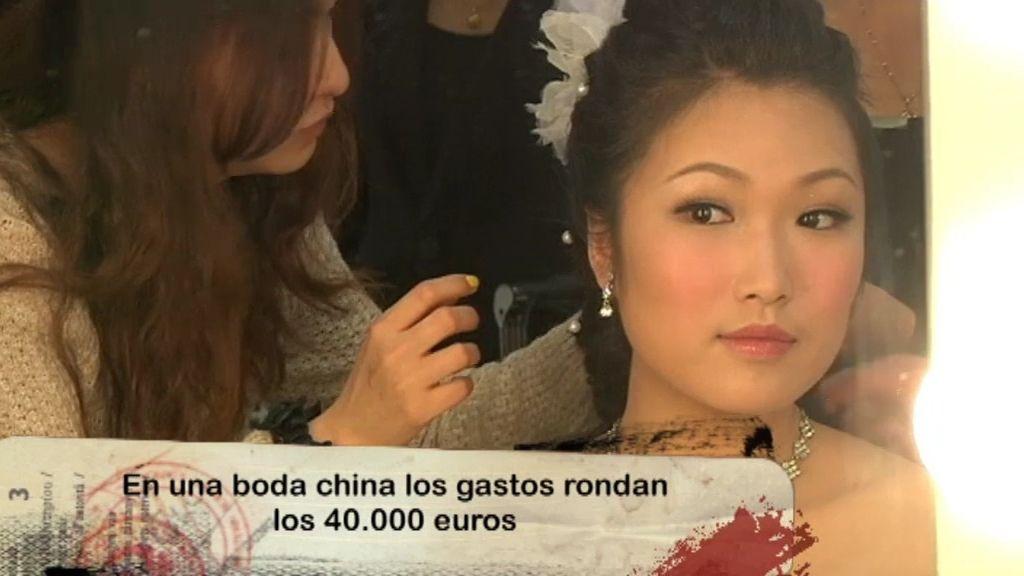 Las novias chinas llevan tres vestidos