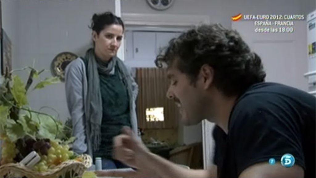 Nadia intenta hablar con su marido