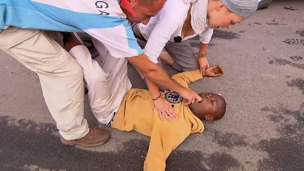 David y Cuqui le salvan la vida a un niño