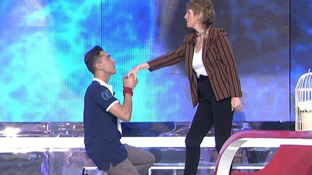J.Carlos le hará un striptease a Milá