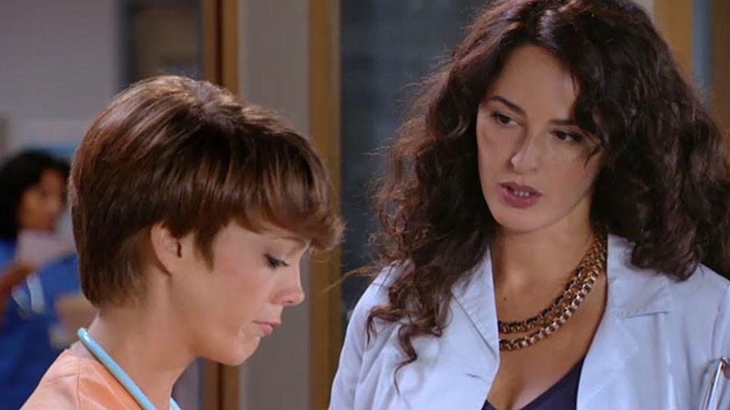 Valeria se confiesa con Alicia