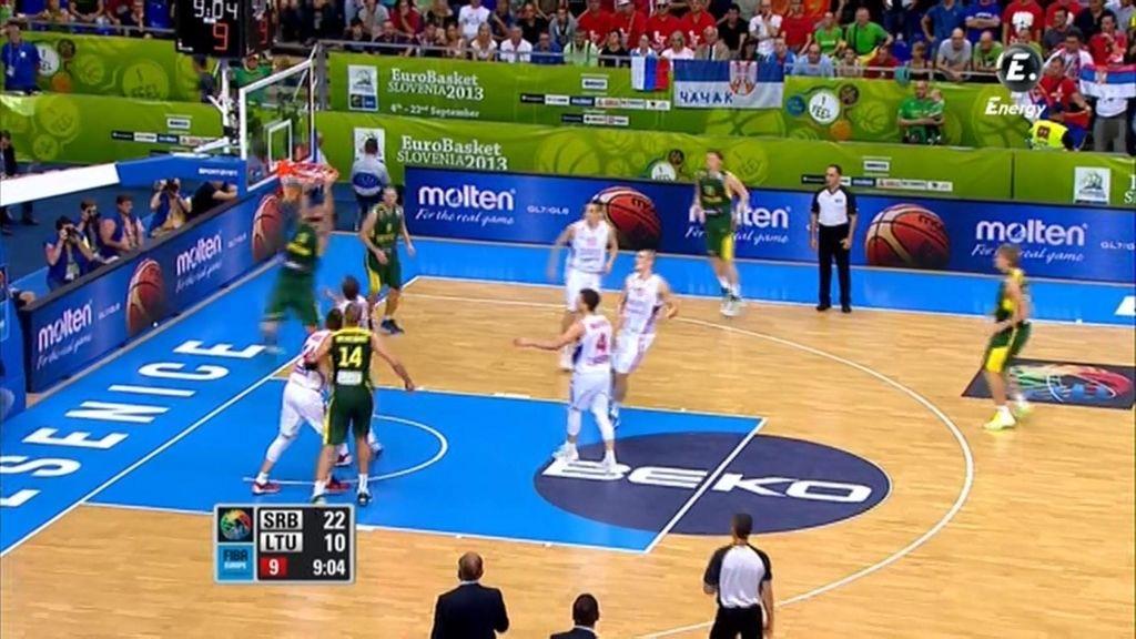 Kleiza hunde el aro de Serbia