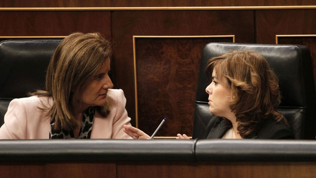 Fátima Báñez ovacionada en el Congreso