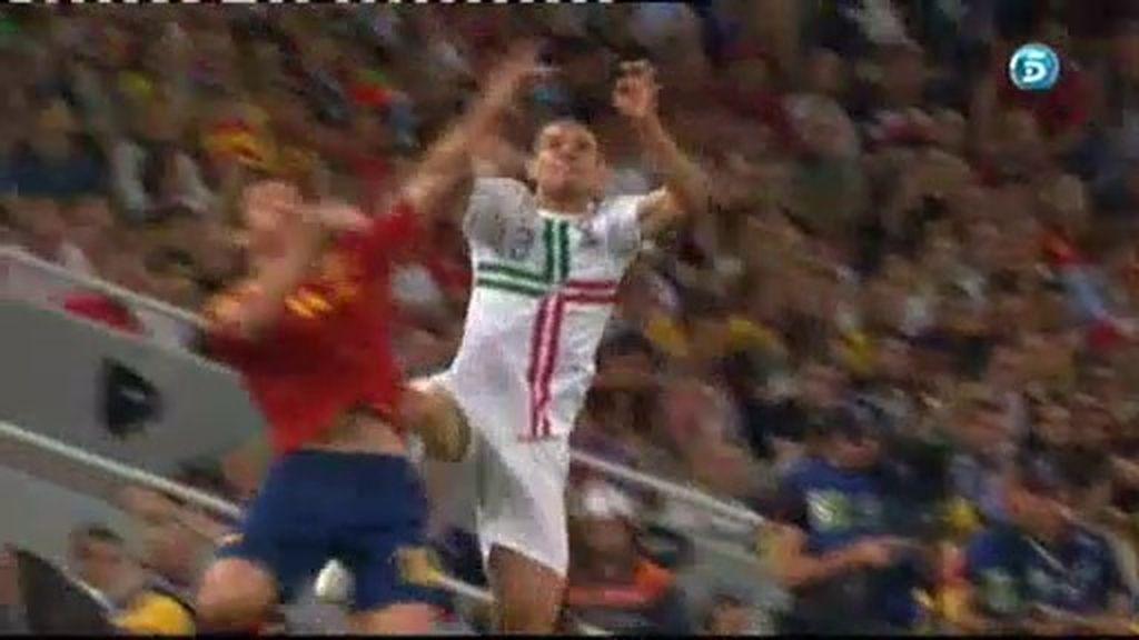 Brutal entrada de Pepe sobre Xabi Alonso