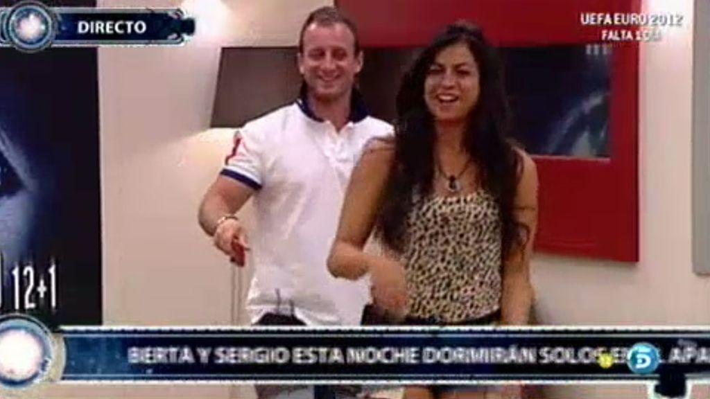 Sergio y Berta, a solas en el apartamento
