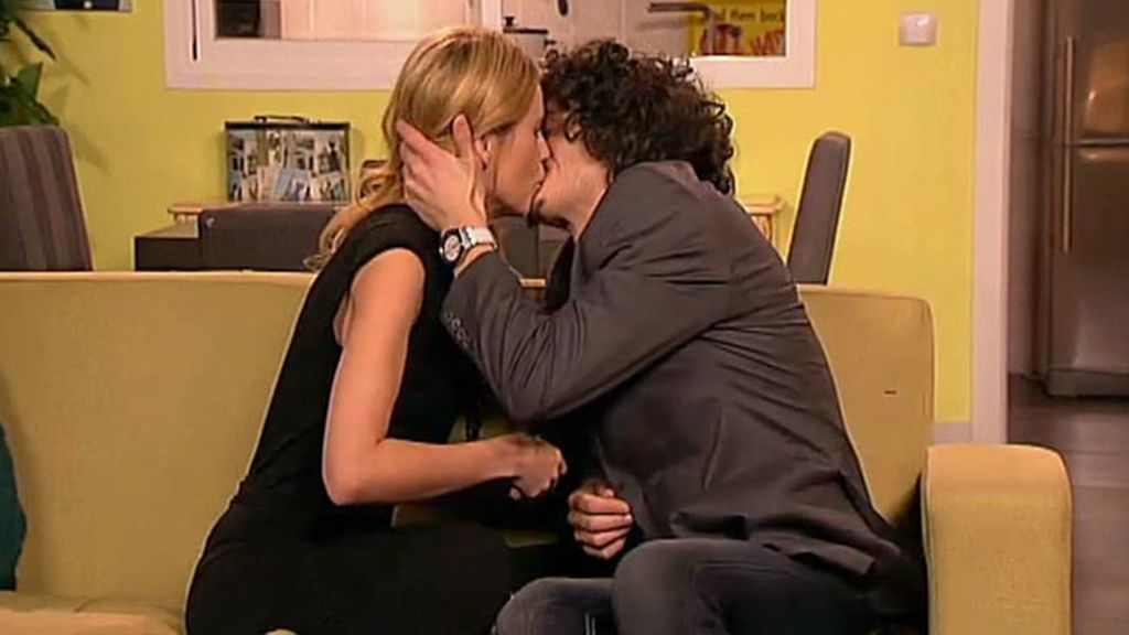 ¡Javier y Raquel se besan!