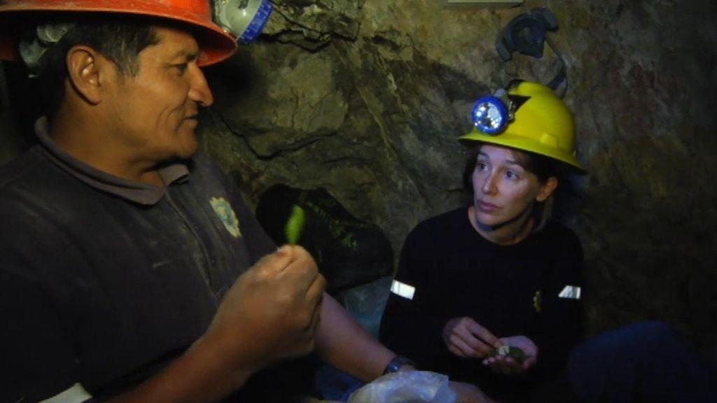 Primera vez de Adela en una mina de oro