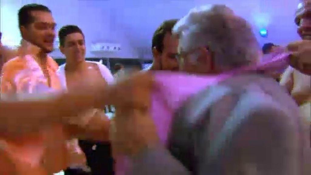 Los gitanos se rompen la camisa
