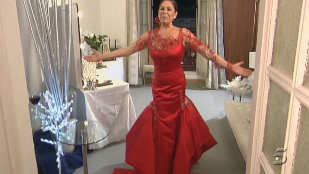 Isabel Pantoja, radiante de rojo