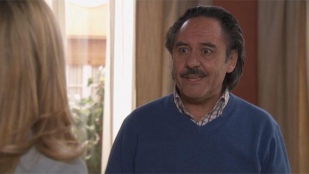 Manolo cree que Carlota le pone los cuernos a Pedro