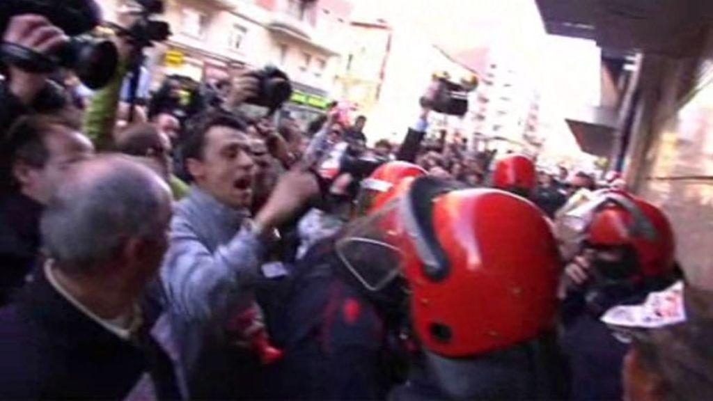 Enfrentamientos entre manifestantes y la Ertzaintza en Vitoria