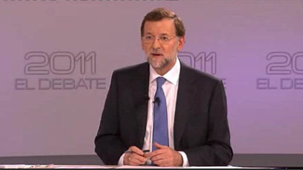 Rajoy niega que vaya a reducir las prestaciones por desempleo