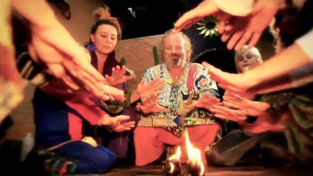 Pijos materialistas contra hippies antisistema, en 'Me cambio de familia'