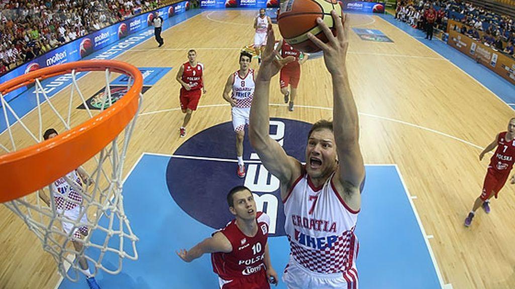 Croacia sufre pero vence a Polonia 74-70