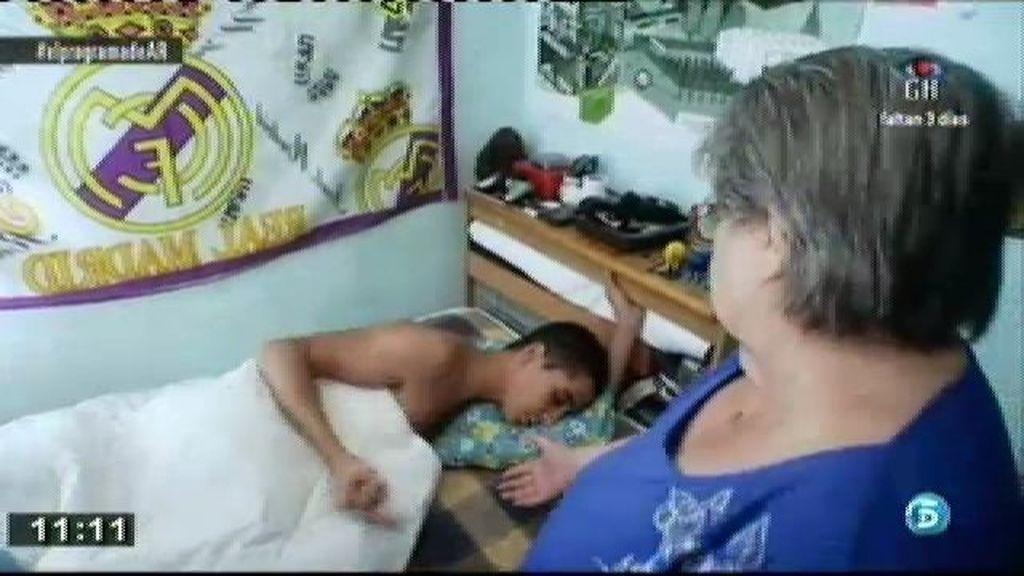 Daniel es un joven agresivo que descarga su ira contra su madre y su abuela