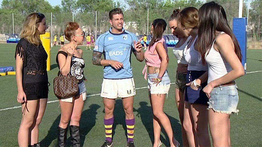 Leo se lleva a sus chicas a jugar al rugby
