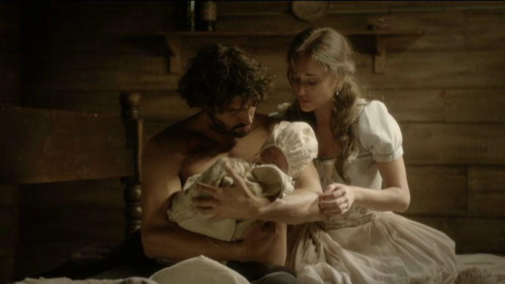 César, Almudena y su hijo, por fin juntos