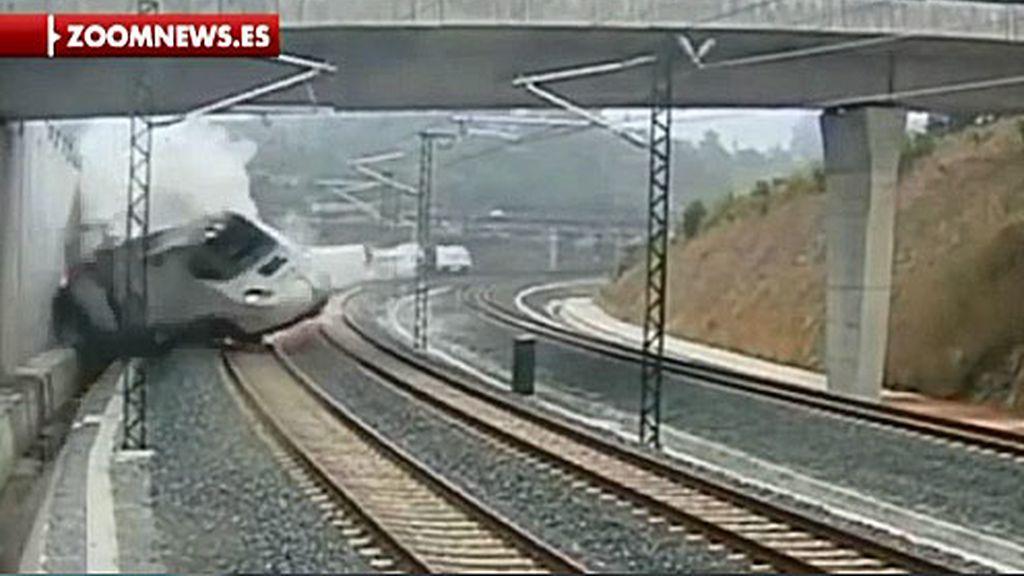 Las imágenes del momento del impacto del tren que causó la tragedia de Santiago