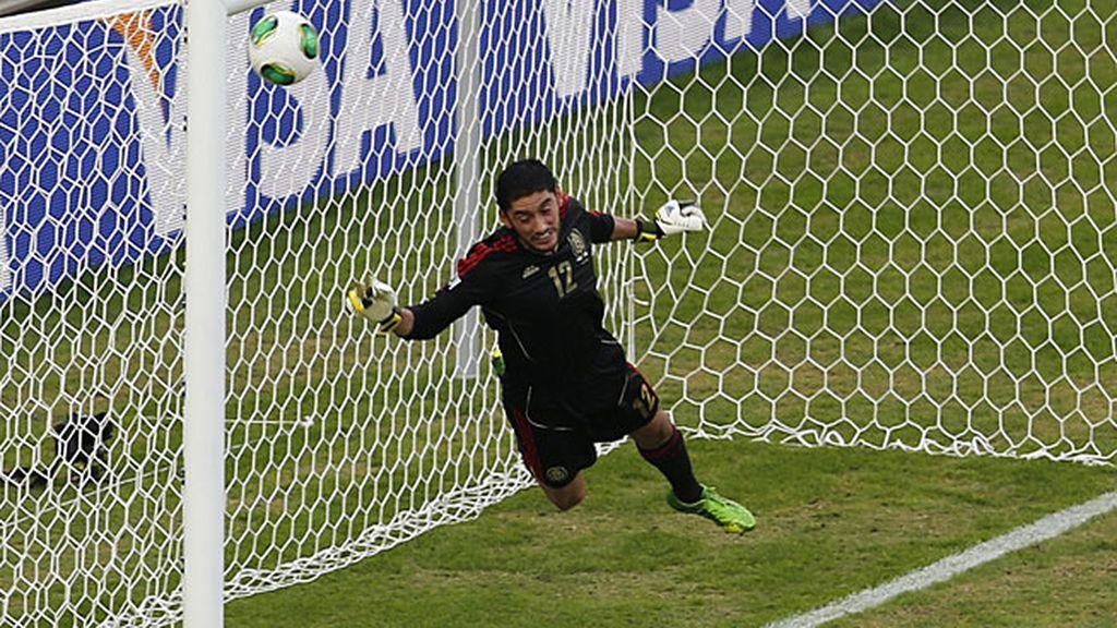 Gol de Pirlo (México 0 - 1 Brasil)