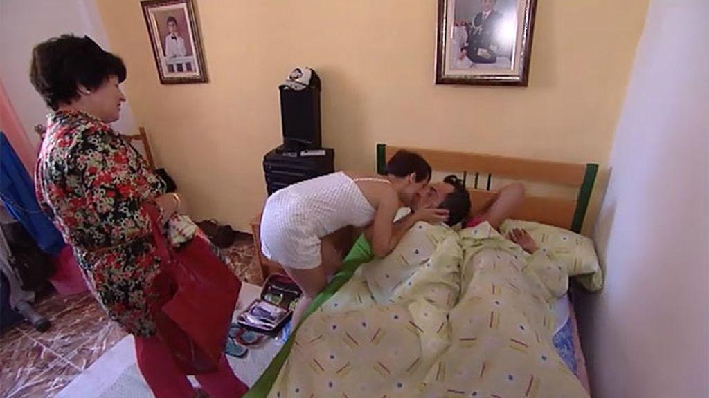 Mariló vuelve… y se encuentra a Fran con Houda en la cama
