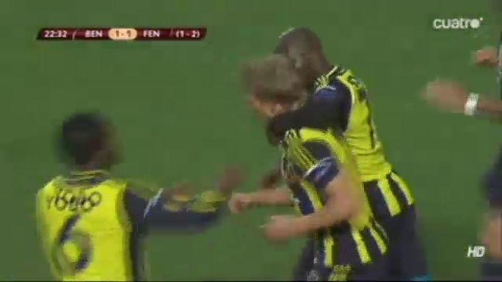Kuyt marca para el Fenerbahce de penalti